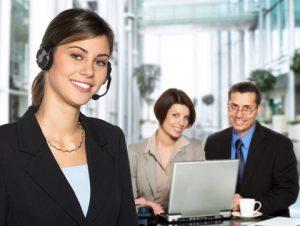 interpreter-helping-customers